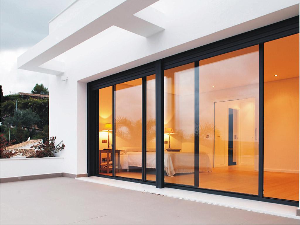 striking aluminium doors